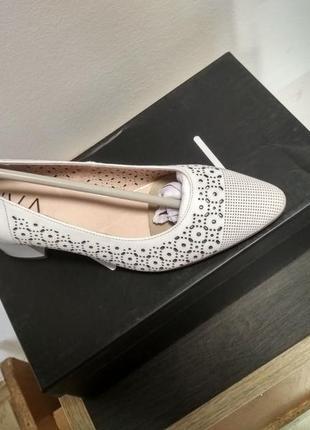 Белые кожаные туфли лодочки2 фото