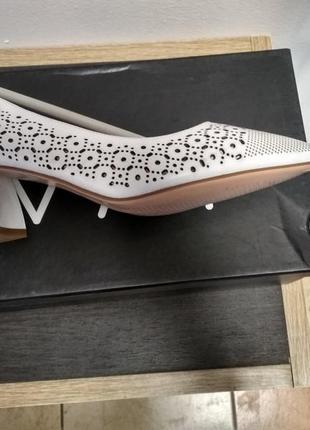 Белые кожаные туфли лодочки3 фото