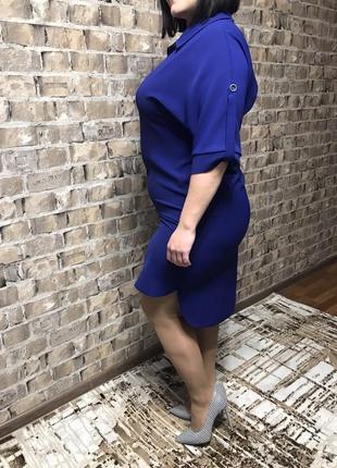 Универсальное базовое платье в ультромодном цвете синий электрик