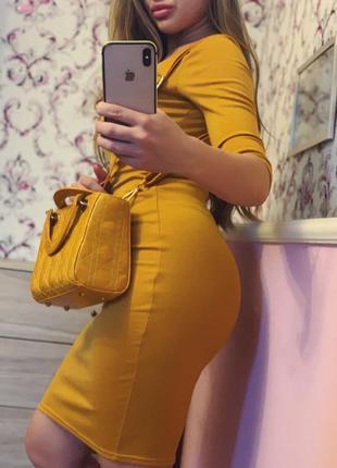 Платье по фигуре шикарное горчичного цвета жёлтое красивое миди