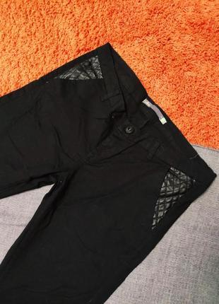Черные штаны джинсы