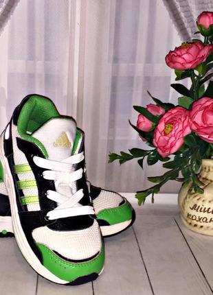Кроссовки adidas оригинал 26р.