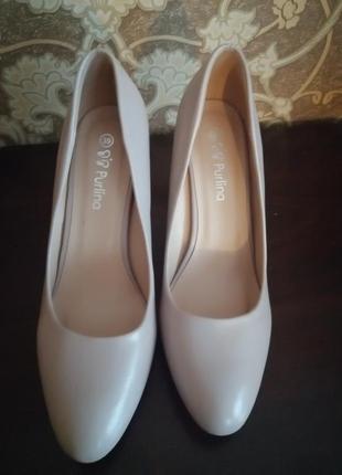 Женские туфли, каблуки