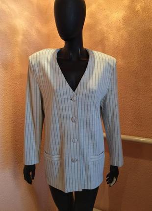 Стильный красивый модный пиджак в полоску