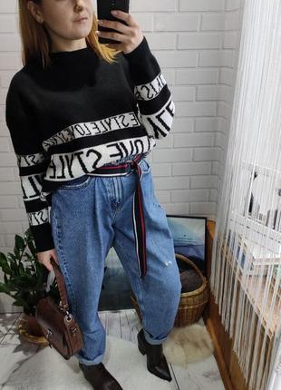Стильный свитер с надписями blind date