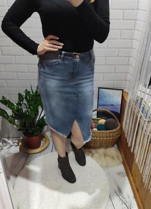 Джинсовая миди юбка amisu с необработаным краем
