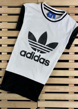 Супер крутая женская футболка adidas размер 8/l