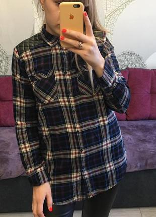 Женская рубашка с кожаными вставками