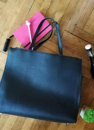 Чорна сумка-шоппер benetton