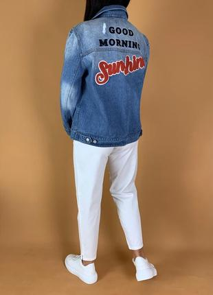 Джинсовка с нашивками/куртка джинсовая pimkie.