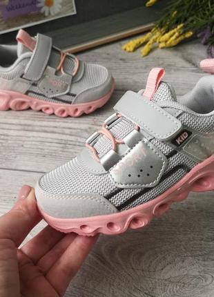 Модные кроссовки для девочек