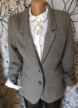 Трикотажный пиджак з замшевыми латками на рукавах