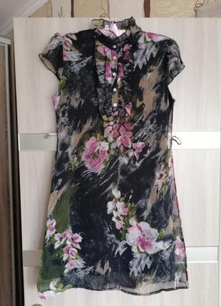 Платье очень красивое, на подкладке