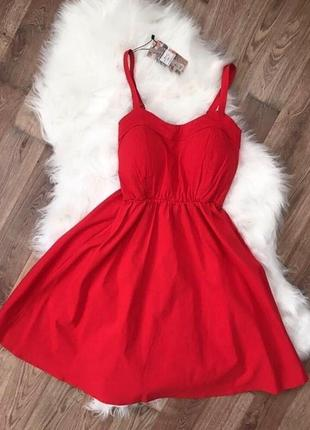 Яркое красное, алое платье