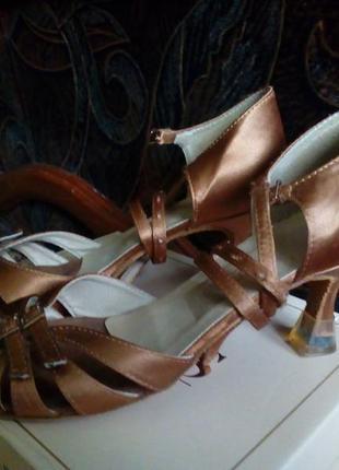 Туфли для бальных танцев-латина