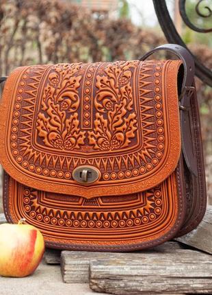 Большая кожаная сумка рыжая с тиснением орнаментом летняя этно бохо стиль