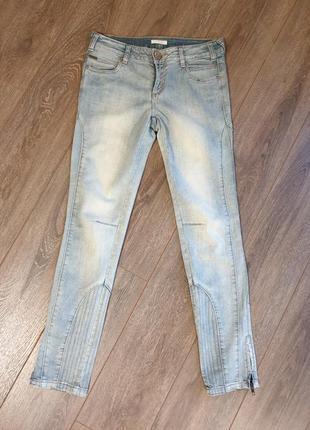Светлые джинсы promod