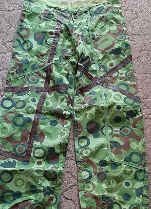 Яркие штаны из плащевки