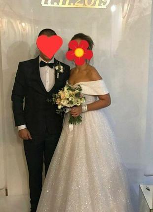 Весільне надзвичайно красиве плаття