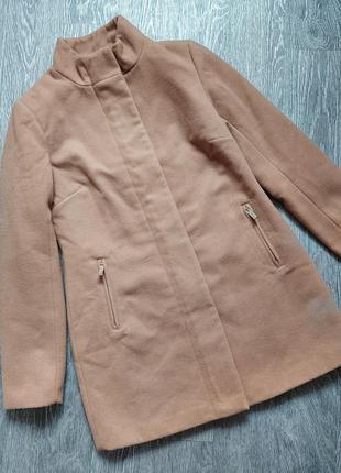 Демисезонное пальто с воротником стойкой бежевого цвета/кемел