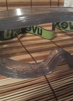 Крутые защитные маска очки закрытого типа от пыли, дыма , капель жидкости, аэрозоли uvex