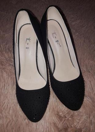 Туфли небольшой каблук с камушками
