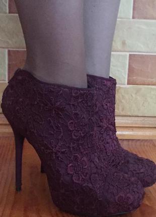 Суперские кружевні ботільйони ботинки new look цвета марсал
