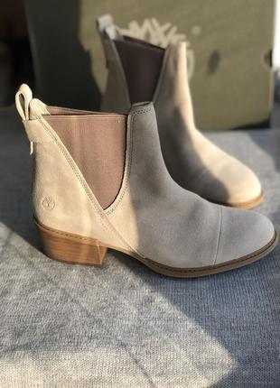 Ботинки из натуральной замши на каблуке