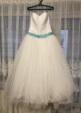Пышное свадебное платье .