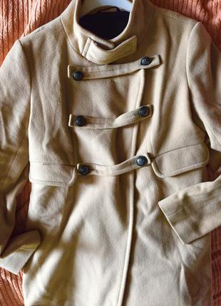 Пальто бежевое kira plastinina