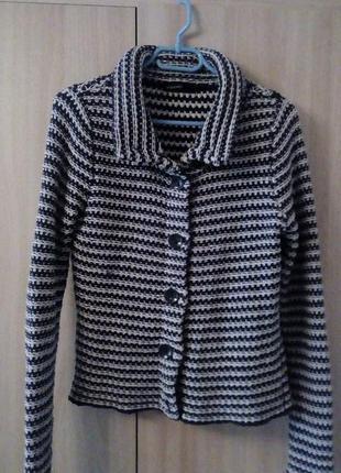 Вязаный пиджак-кофта