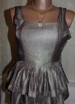 Платье с переливающим оттенком.