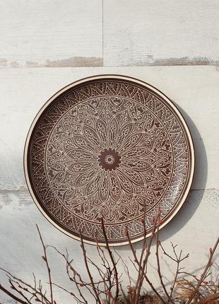 Керамическая тарелка с рельефным орнаментом 25 см