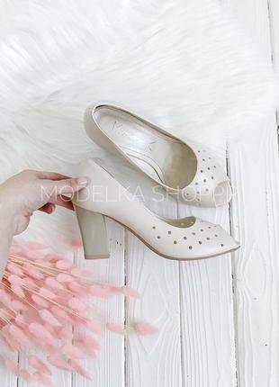 Туфли весенние в дырочку молочного цвета