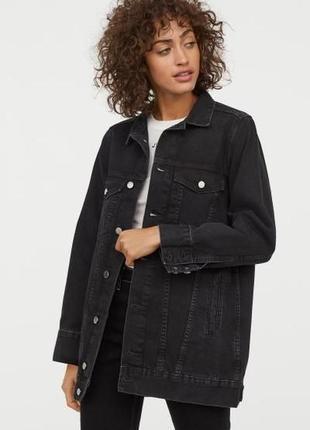 Очень стильная удлинённая джинсовая черная куртка