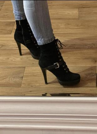 Кожаные ботильоны, кожаные ботинки, сапожки на каблуках