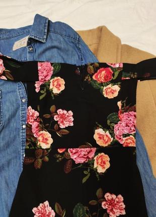 Ax paris платье чёрное в цветочный принт миди по фигуре открыты плечи6 фото