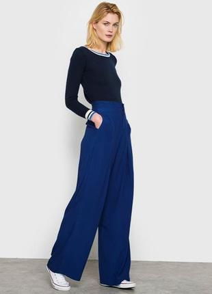 Шикарные брюки шикарного цвета палаццо