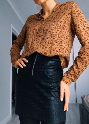 Цветочная бежевая коричневая рубашка блузка размер xs s