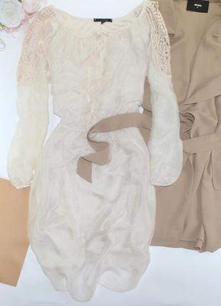 Шикарное приталенное платье с шелка и вышивкой