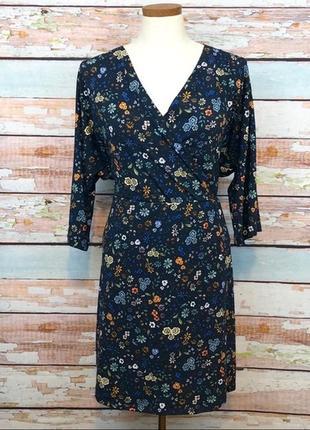 Красивое темно синее платье в цветы прямого кроя