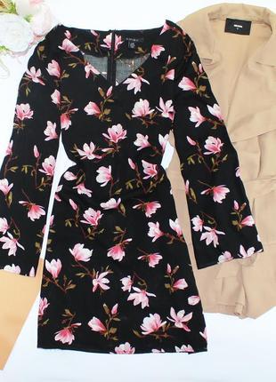 Красивое платье трапеция в цветы с широкими рукавами