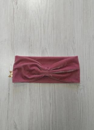 Розовый бархатный тюрбан с брошкам