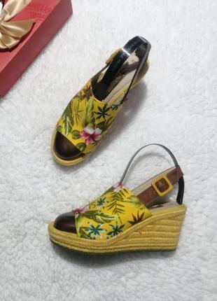 Шикарные, яркие босоножки tamaris, на удобной платформе