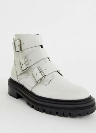 Белые ботинки asos из премиум кожи! цена дешевле сайта в два раза!!! есть возврат!!!