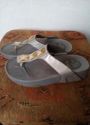 Брендовые шлепки,босоножки,сандали2 фото