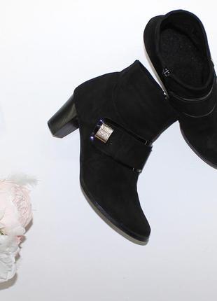 Замшевые аккуратные демисезонные ботинки большого размера 42 на среднем каблучке maxima