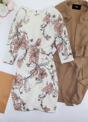 Шикарное нежное приталенное платье в цветы