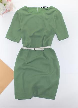 Красивое платье фисташкового цвета прямого кроя