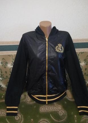 Спортивная женская новая куртка с капюшоном.  цвет черный с желтым.